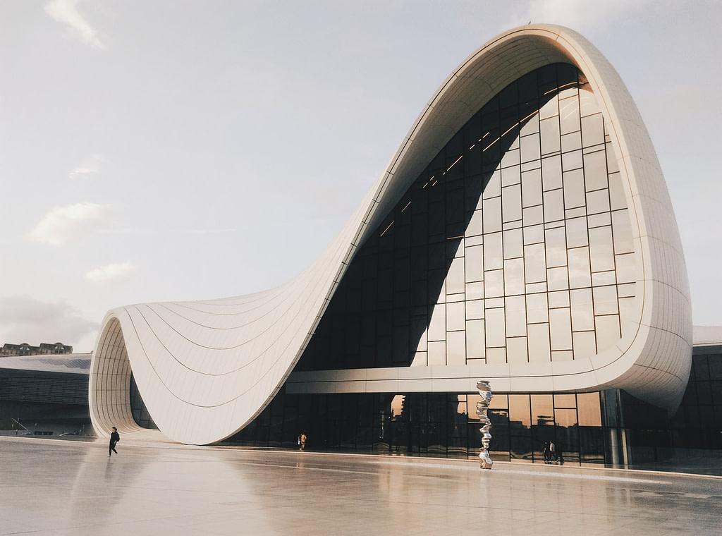 اذربيجان دولة سياحية يمكنك السفر لها بدون فيزا.